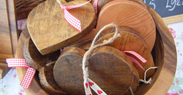Wooden hearts by Barty's Trading